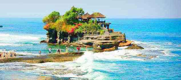 Tanah-Lot-Hindu-Temple-Bali-Indonesia-sunsky-bali-tour