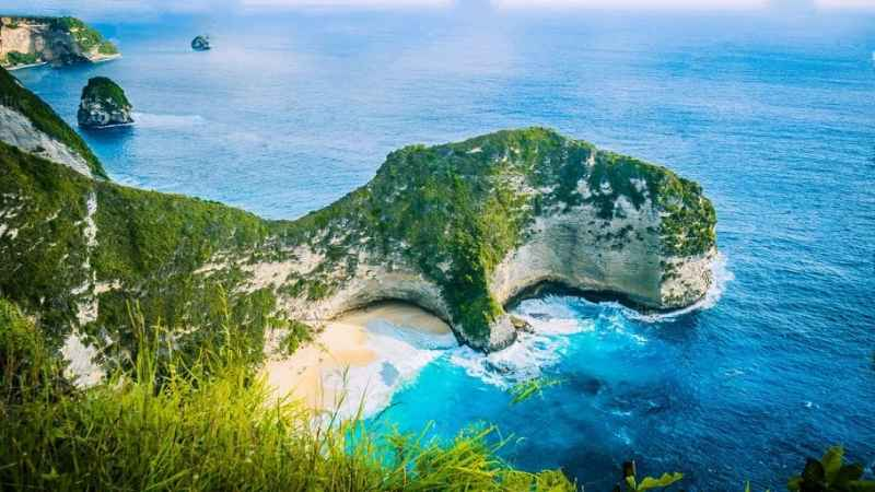 Klingking-beach-nusa-penida-bali