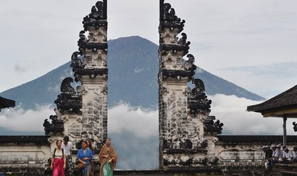 heaven-gate-Lempuyang-temple-in-Bali