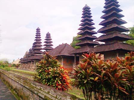 taman-ayung-royal-palace-bali-tours-driver