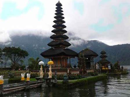 ulun-danu-temple-private-day-tours (1)