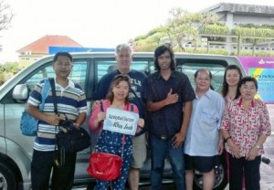 drop-off-airport-small-group-Thai-Tourist-sunsky-Bali-tour-driver