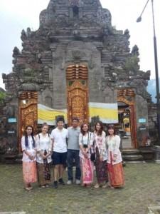 ulun-danu-temple-sunskyskybalitour-driver-tour-ubud (1)